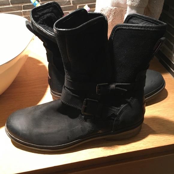73375363374 Waterproof uggs boots!